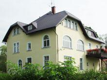 Двухэтажный дом покрыт металлочерепицей Мера Систем