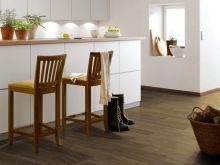 Эклектическое сочетание современного стиля и кантри с белой мебелью