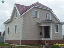 отделка фасада загородного дома сайдингом Миттен