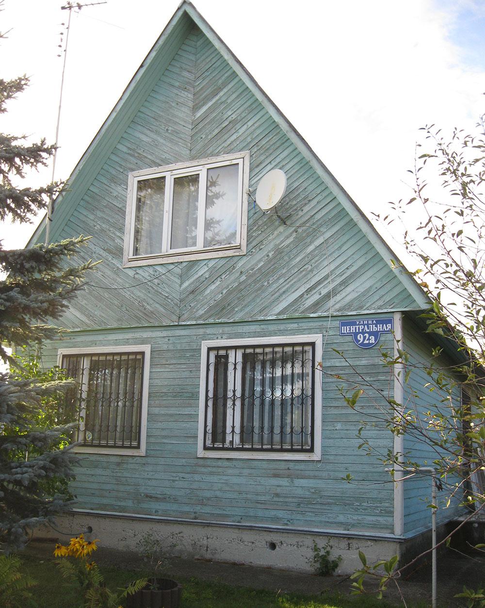 Вряд ли, проходя мимо этого дома, кто-то мечтательно вздыхал хочу жить в таком доме