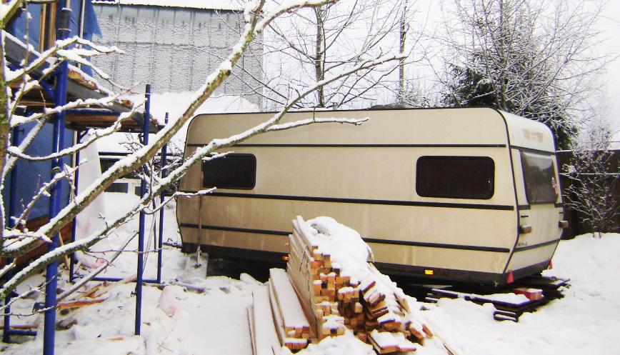 Вагончик для проживания монтажников с зимний период